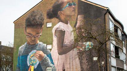 """Muurschilderingen moeten beeld van Nieuw Gent veranderen: """"Kinderen die model stonden wonen 100 meter verder"""""""