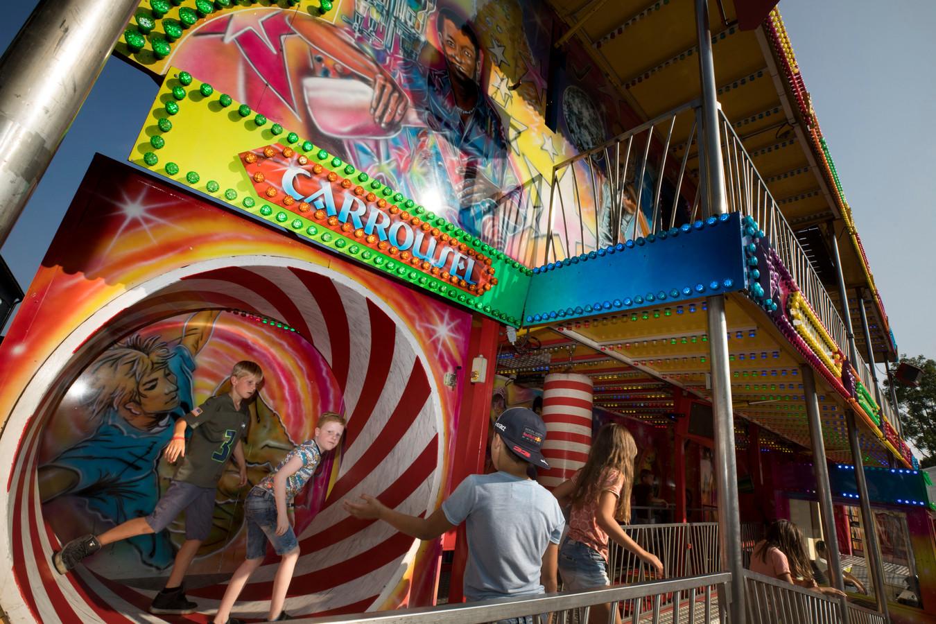 De kermis is uitgebreid met een Lunapark om meer jeugd te trekken.