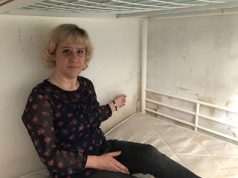 Ann de Jaeger in de kamer waar haar zoon tot voor kort sliep.