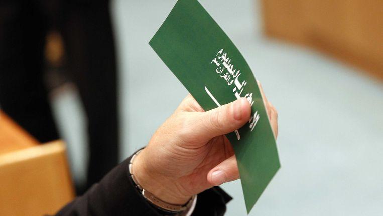 Wilders introduceerde de stickers enkele maanden geleden. Het gaat om een afbeelding van de vlag van Saudi-Arabië met de anti-islamitische tekst: ,,de islam is een leugen. Mohammed is een boef. De Koran is gif.'' Beeld ANP
