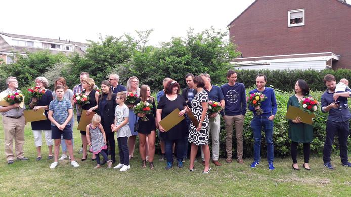 De winnaars van de Postcodeloterij in de Doormanlaan in Breugel.