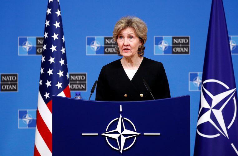 """De Amerikaanse NAVO-ambassadeur Kay Bailey Hutchison liet vandaag alarmbellen afgaan, toen ze suggereerde dat de VS overwegen """"Russische raketten uit te schakelen""""."""