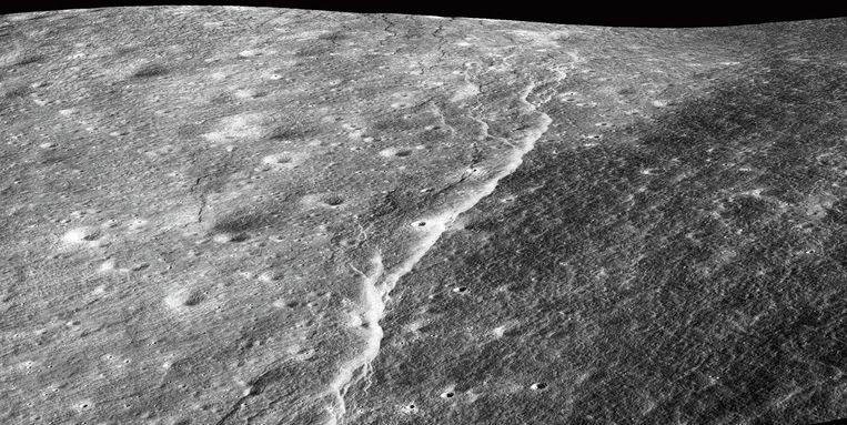 Een breuklijn in het maanoppervlak.