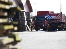 Brandweer heeft veel moeite met blussen vuur in zaagmeel in Oirschotse Silo: 'Het is intensief werk'
