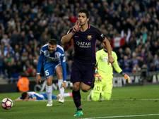 Suarez loodst Barcelona naar winst in derby