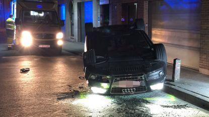 Auto botst tegen geparkeerde wagen in Aartselaar: een gewonde