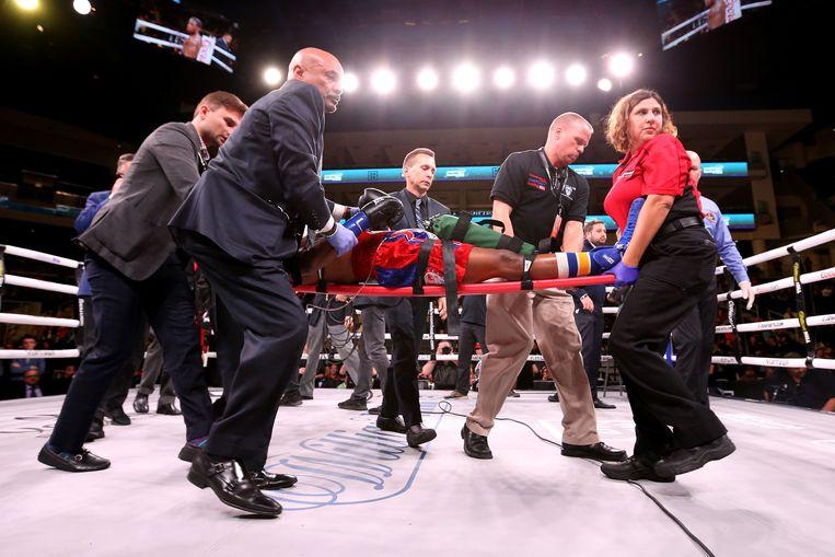 Patrick Day wordt de ring uitgedragen na een wedstrijd tegen de 21-jarige Charles Conwell in Chicago.