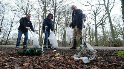 """Luc en zijn helpers haalden in twee jaar tijd 1.800 zakken vol zwerfvuil op: """"Dit helpt meer dan betogen voor het klimaat"""""""
