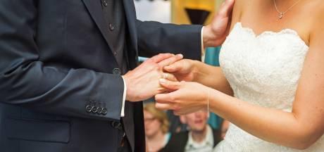 Bruidegom stapt na het jawoord met te veel alcohol op achter het stuur en moet rijbewijs inleveren