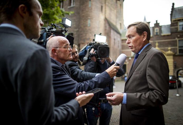 Bruno Bruins, minister voor Medische Zorg, komt aan op het Binnenhof voor de wekelijke ministerraad.