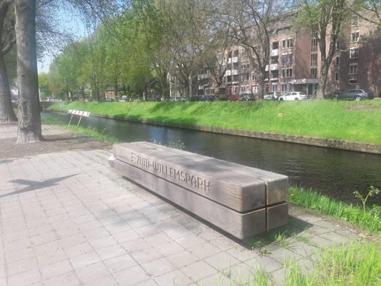 Bankje op de hoek Zuid-Willemsvaart-Tolbrugstraat in Den Bosch, het 'Zuid-Willemspark'