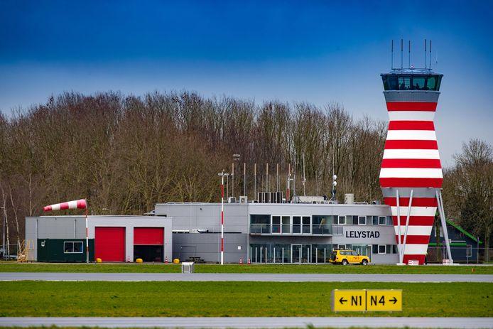 Lelystad Airport zou 1 april 2020 open moeten gaan.