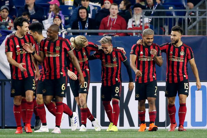 Atlanta United viert feest na de tweede goal van middenvelder Ezequiel Barco (nummer 8) tegen New England Revolution.