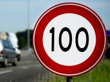 Met 187 kilometer per uur én mitella om over de A4