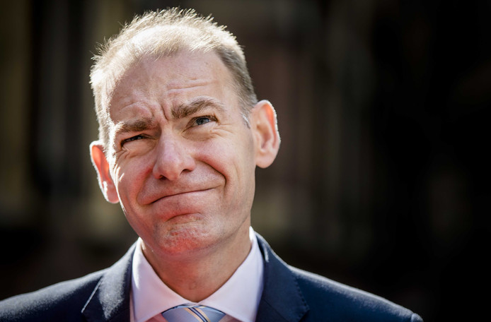 Staatssecretaris Menno Snel van Financiën (D66) pakt brievenbusfirma's aan die Nederland gebruiken om belasting te ontlopen.