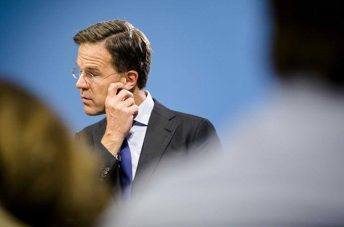 Premier Rutte is het niet eens met de kritiek op de ontmoeting van vorige week en vindt dat Máxima haar VN-baan mag houden.