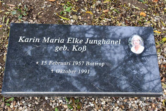 Sinds kort ligt er een steen op haar graf.