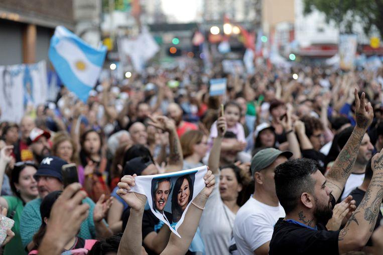 Aanhangers van Alberto Fernandez en zijn running mate Cristina Fernandez de Kirchner. Beeld REUTERS