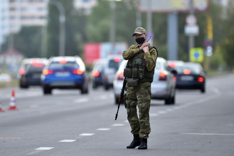 Speciale politie-eenheden bewaakten vandaag strategische punten in de Wit-Russische hoofdstad Minsk.  Beeld AFP