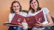 """VIDEO. """"We willen kinderen meer aan het lezen krijgen"""": Katrijn en Hanne richten eigen uitgeverij op en verstoppen ludieke animatiefilmpjes in boekjes"""