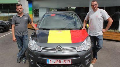 Voor de echte voetbalfan: motorkap in Belgische driekleur
