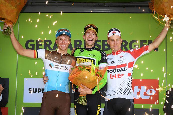Het eindpodium van de afgelopen BinckBank Tour, met vlnr: Oliver Naesen, winnaar Laurens de Plus en Tim Wellens.