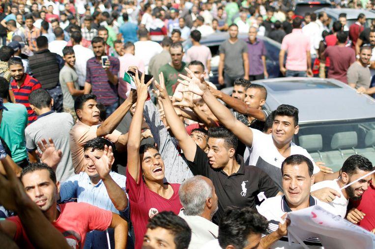 Palestijnen in Gaza vieren maandag de komst van de Fatah-regering. Beeld reuters