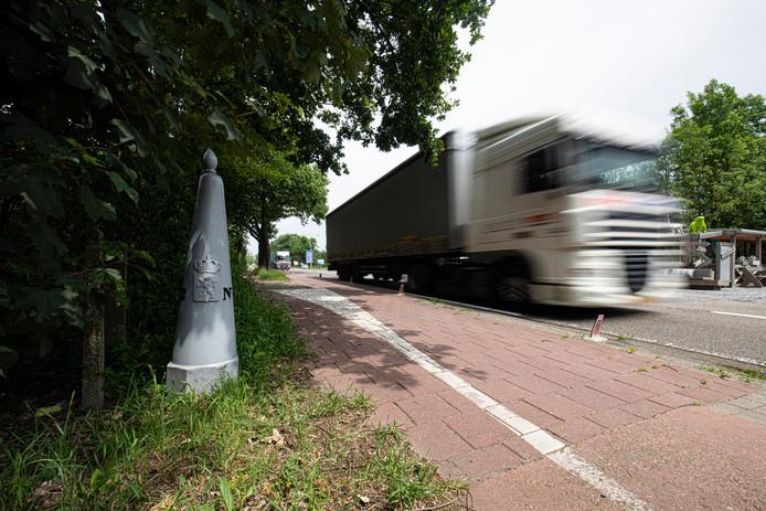 Eén van de initiatieven in de regeio waar rijksgeld naar toe gaat is een project waarbij de transportsector samen met studenten van de BUAS (voorheen NHTV in Breda) gaat zoeken naar mogelijkheden om efficiënter goederen te gaan vervoeren, dus minder halflege vrachtwagens.
