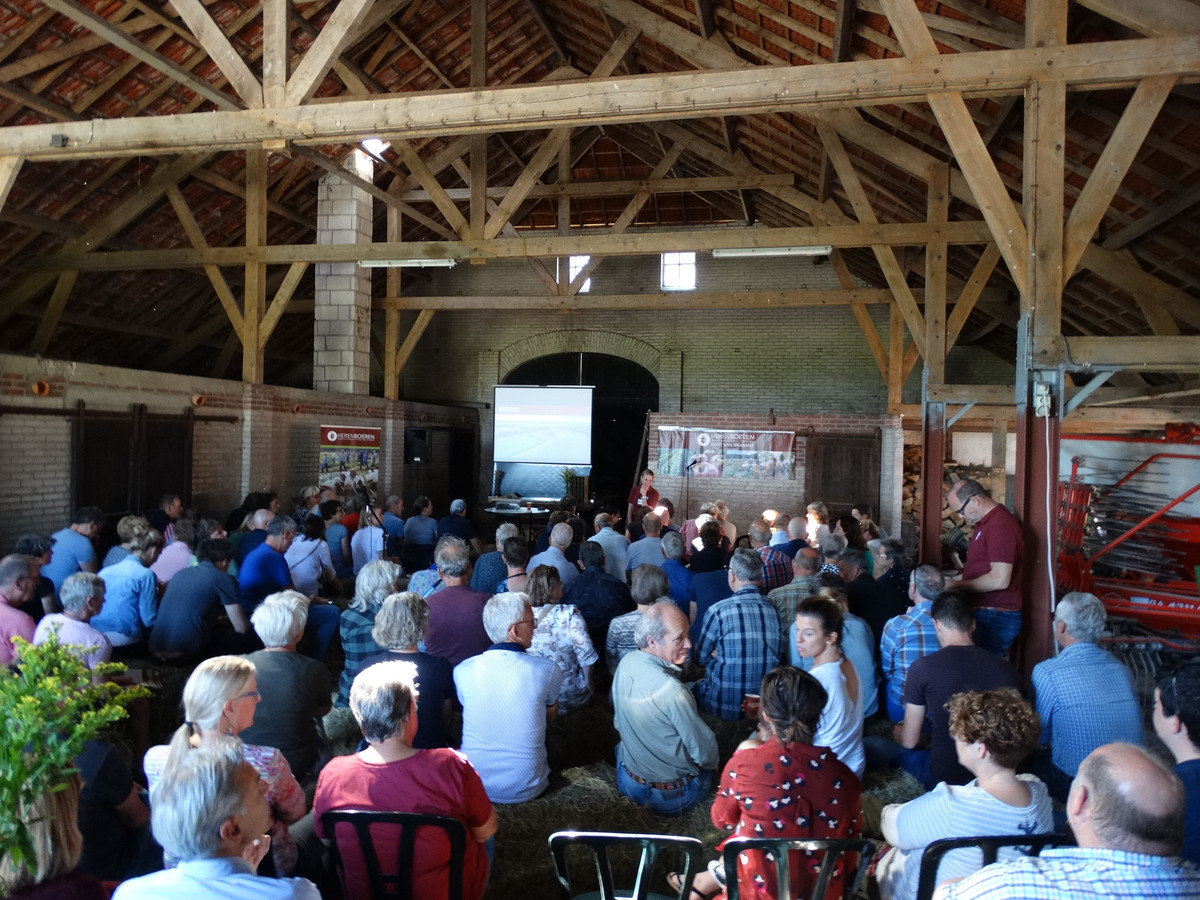 Veel belangstelling voor de presentatie van Herenboeren Goedentijd in Alphen.