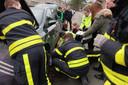 Zwaargewonde kat onder motorkap moet bevrijd worden in Rijen