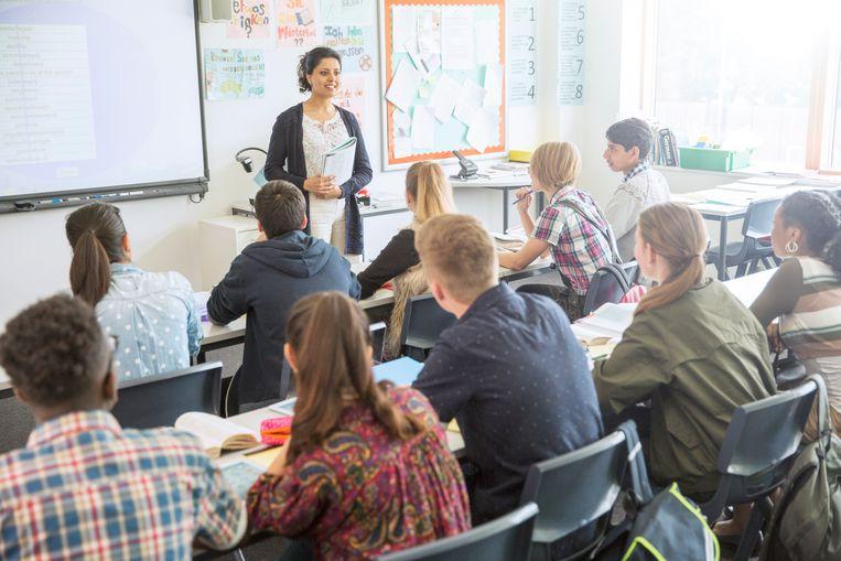 Vlaamse regering maakt 200 miljoen euro vrij voor extra klassen in het secundair en lager onderwijs.
