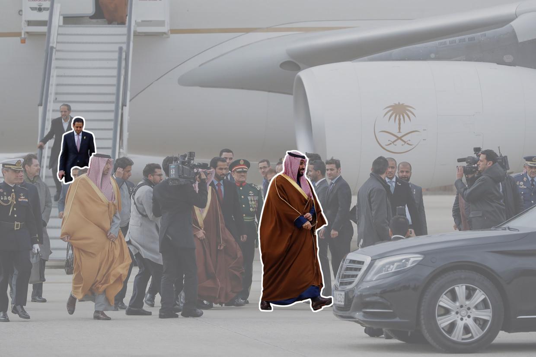 De Saoedische kroonprins Mohammed bin Salman arriveert in Madrid. Op de trap de diplomaat Maher Abdulaziz Mutreb, die bij het verhoor van en de mogelijke moord op Jamal Khashoggi betrokken zou zijn.