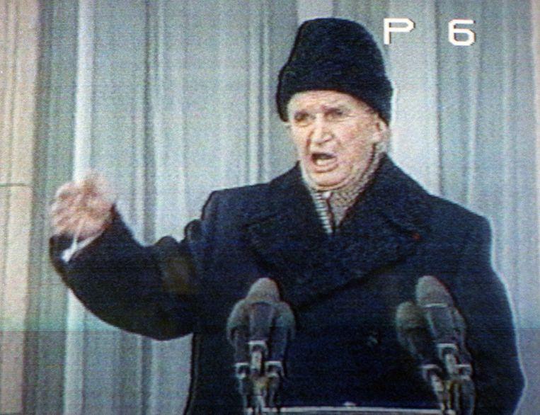 Nicolae Ceausescu werd uitgejouwd bij zijn laatste openbare toespraak in Boekarest. Beeld Philippe Bouchon / AFP