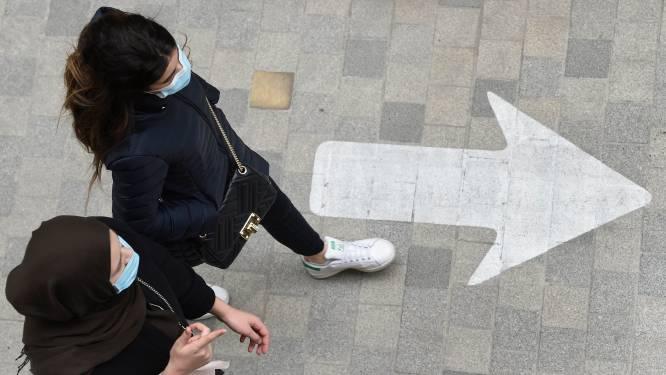Stijgend aantal besmettingen: meer controle aan warenhuizen, bushaltes en skatepark