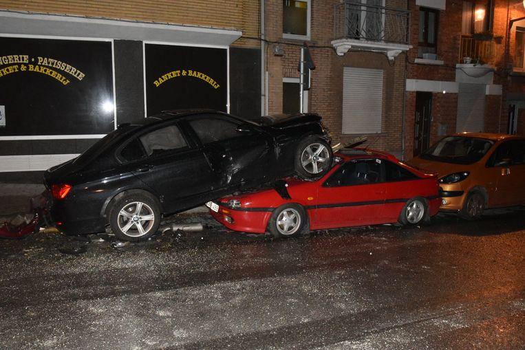 Vier auto's raakten beschadigd bij de botsing.