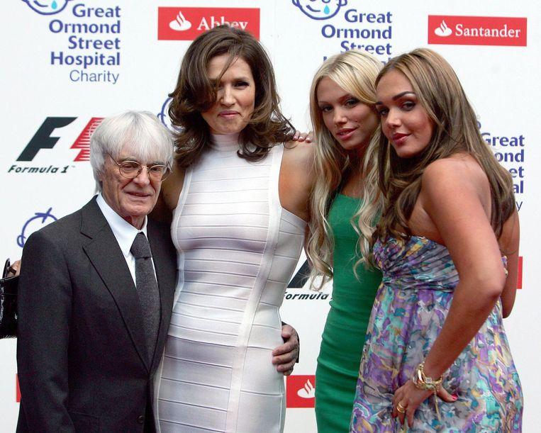 Bernie Ecclestone met zijn ex-vrouw Slavica en dochters Petra en Tamara (r). Beeld epa