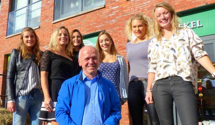 Joop Bonhof uit Heino met zijn idolen
