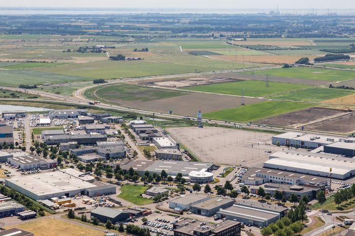 Het huidige bedrijventerrein De Poel met rechtsboven het terrein voor het nieuwe bedrijvenpark Deltaweg