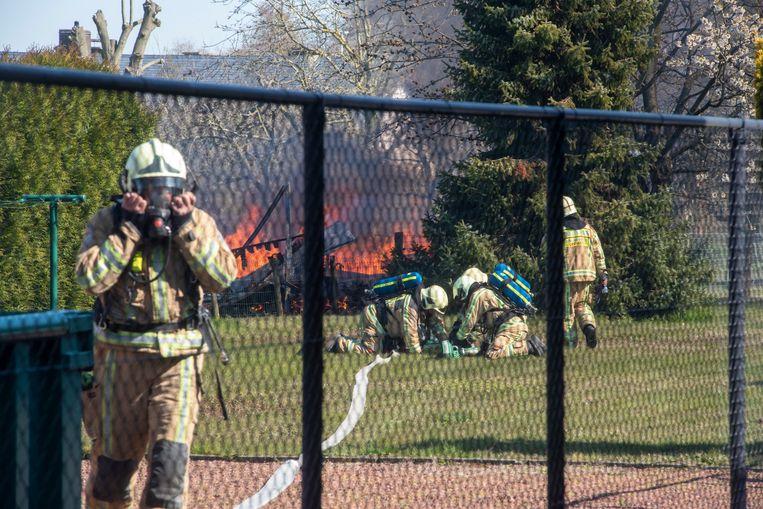 Deze brand in Laarne ontstond door het gebruik van een onkruidbrander.