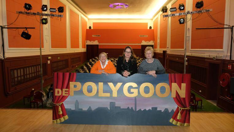Lutgart Smekens, Nathalie De Jongh en Lutgard Heyvaerts van vzw De Polygoon in de zaal.