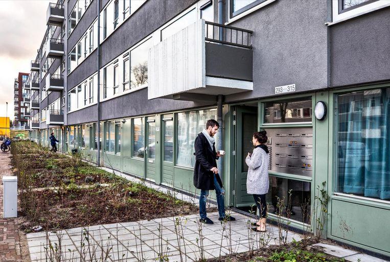 Appartementen in de Utrechtse wijk Kanaleneiland zijn opgeknapt om meer hoogopgeleide huurder te trekken. Een investeerder uit Qatar zou 91 duizend euro per appartement hebben gemaakt. Beeld Raymond Rutting / de Volkskrant