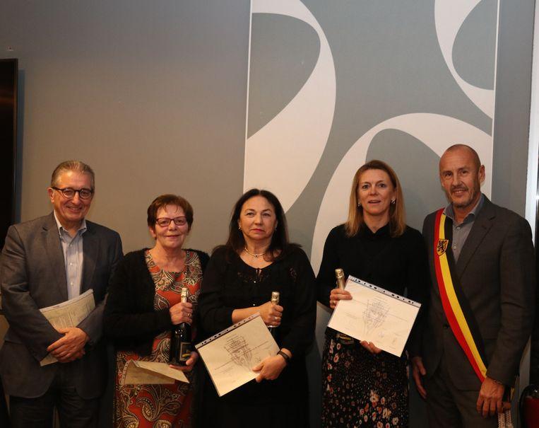 Louis Verbist, Josepha Dyck-Van de Vliet, Ingrid Hennes , Wendy Dyck en burgemeester Peter Gysbrechts (Lijst Burgemeester).