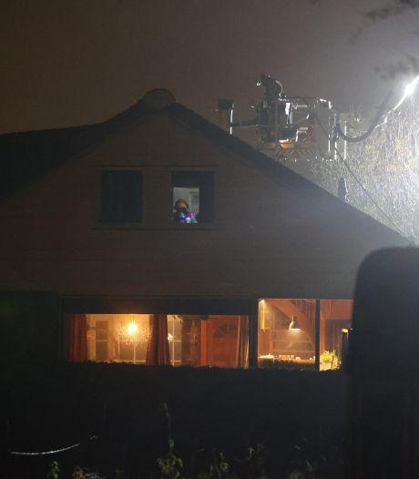 Brandweer rukt groots uit voor schoorsteenbrand in Den Hoorn