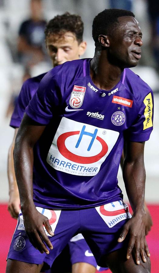Teleurstelling bij Austria-speler Maudo Jarjue na een goal van Apollon Limassol.