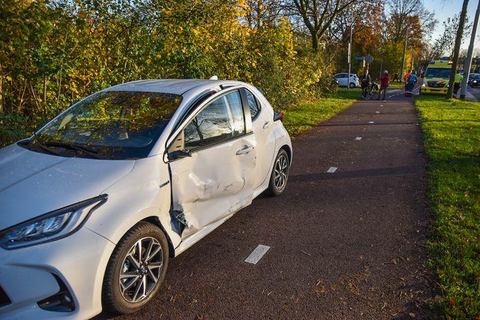 Schade aan de personenauto na het ongeval.