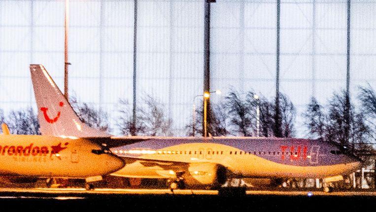 De derde Boeing 737 MAX 8 van Tui staat geparkeerd op Schiphol Oost. Beeld anp