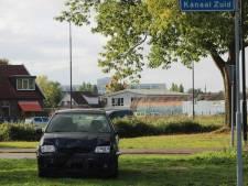 Twee auto's dag na elkaar op exact dezelfde plek te water in Apeldoorn