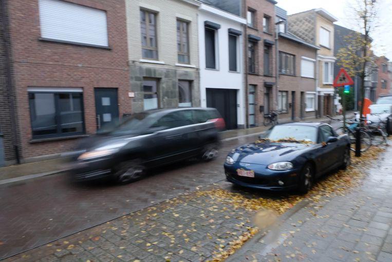 """Enkele bewoners van de as Sint-Gummarusstraat/Predikherenlaan/Wijngaardstraat ergeren zich aan het """"alsmaar drukker en gevaarlijker wordende sluipverkeer"""" in hun buurt."""