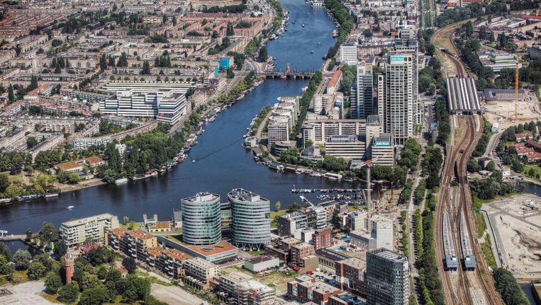 Op de voorgrond de nieuwe wijk Amstelkwartier in aanbouw. Beeld Peter Elenbaas