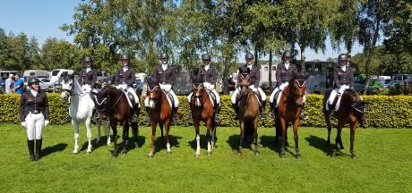 Zes dames van De Eschuiters uit Wierden pakken Nederlands kampioenschap in Ermelo